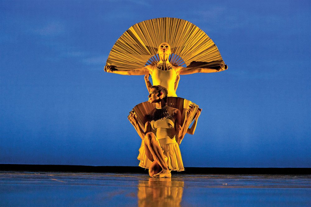 Contemporary dance company Momix will be performing at the fifth annual Acansa Arts Festival.