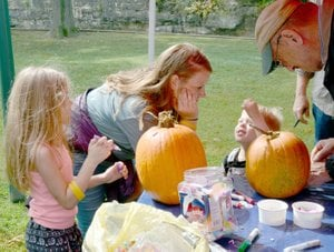 Janelle Jessen/Herald-Leader Conner Bedor, center, helped her niece Rowan, left, and nephew Mason, decorate pumpkins.