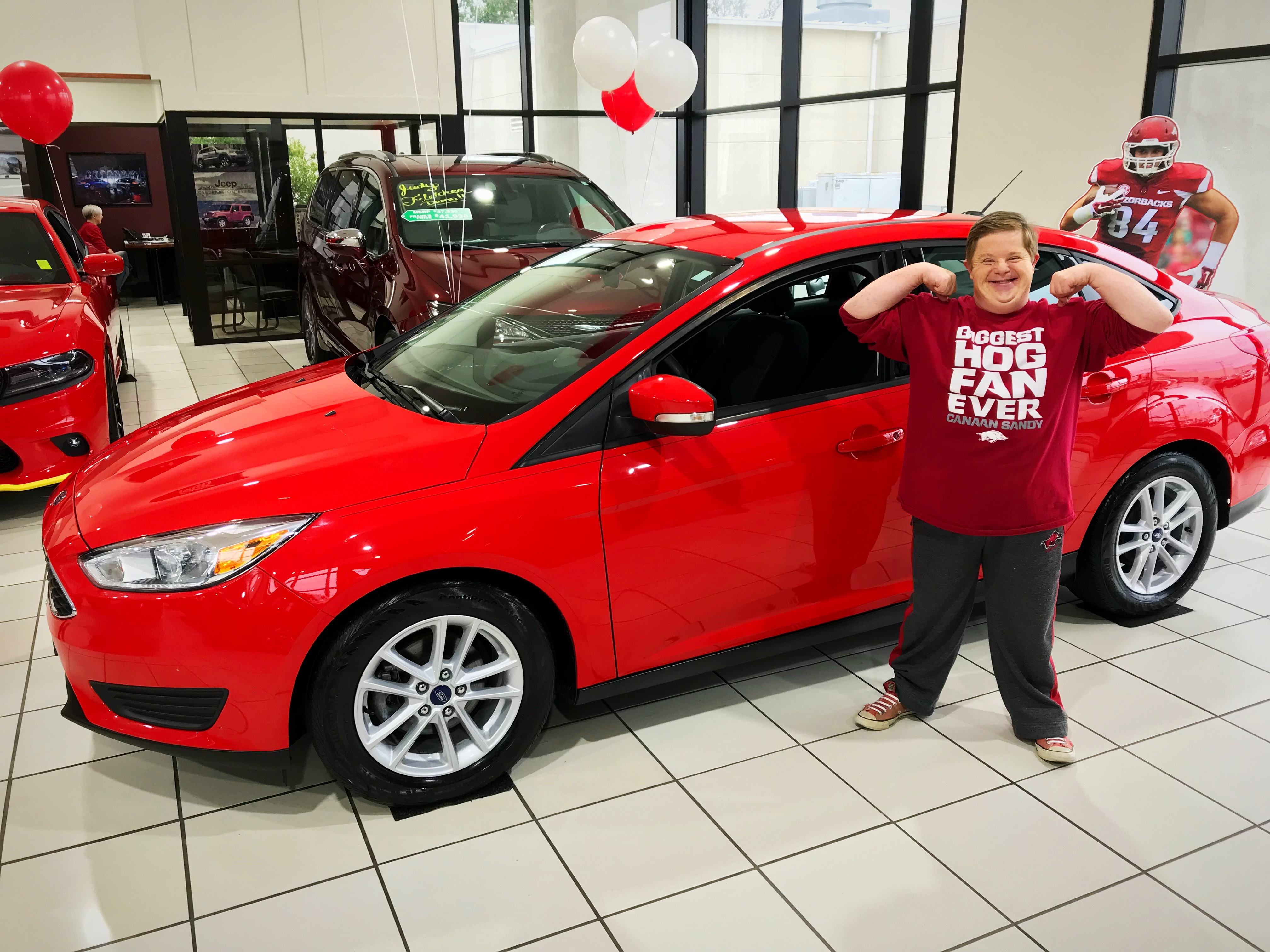 After logging 400,000 miles traveling to Razorback events, family of Hogs superfan surprised with new car | Arkansas Democrat-Gazette