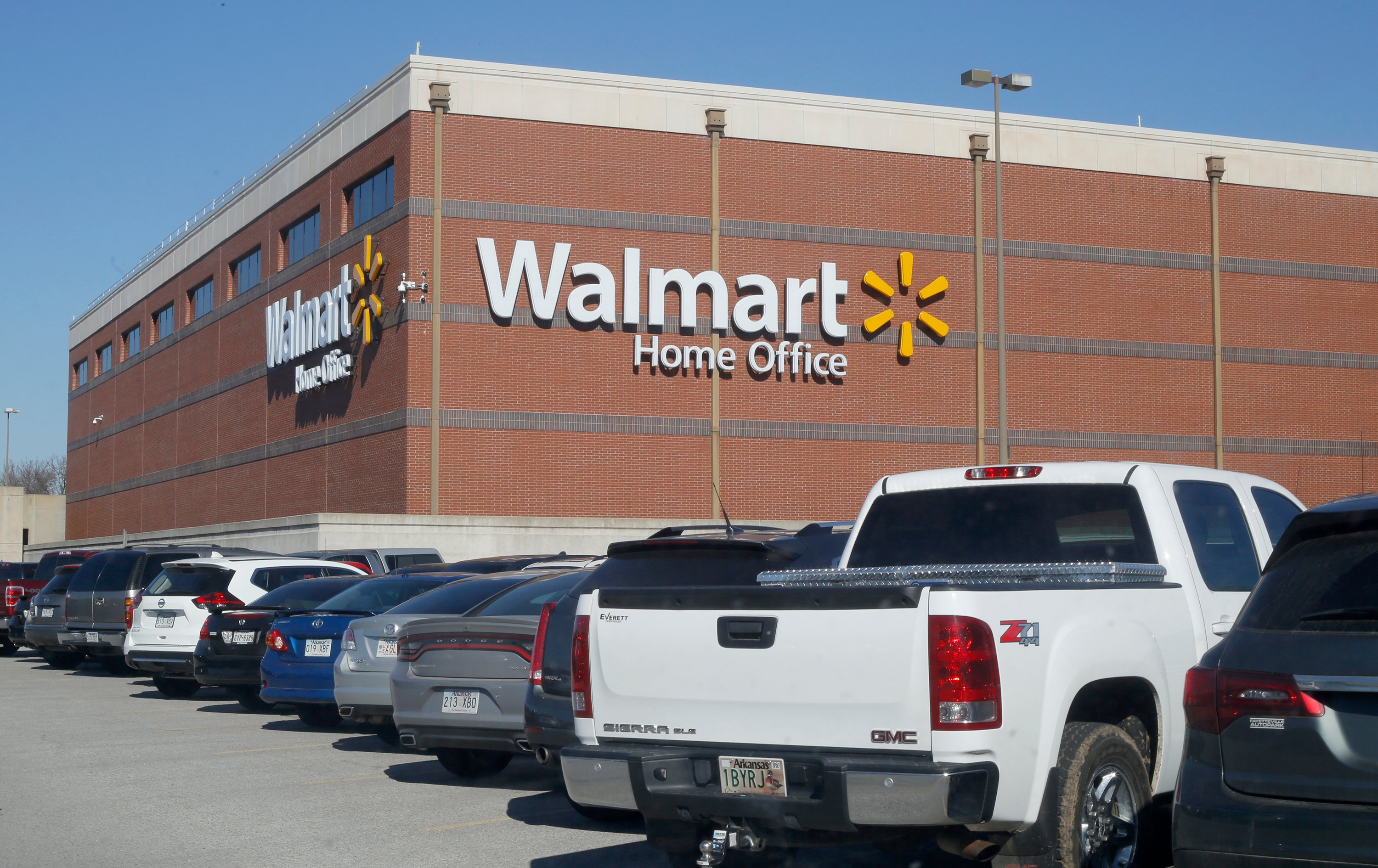 Walmart shifts 570 jobs at Arkansas headquarters to outside firm