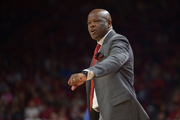 Arkansas coach Mike Anderson speaks to his players during a time out against University of Texas at Arlington Friday, Nov. 23, 2018, during the second half of play in Bud Walton Arena in Fayetteville.