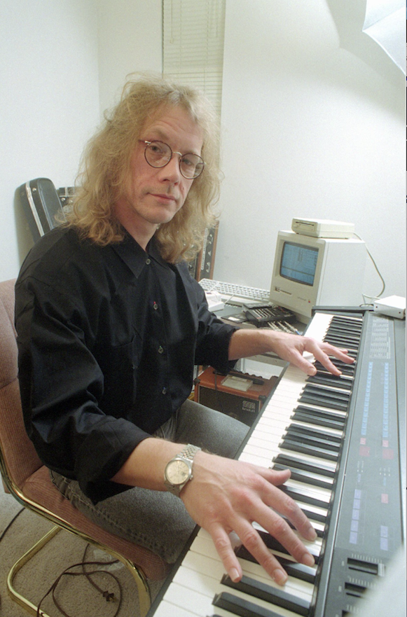 Singer song-writer Warren Zevon plays a synthesizer in his West Hollywood, Calif., apartment Oct. 25, 1989.