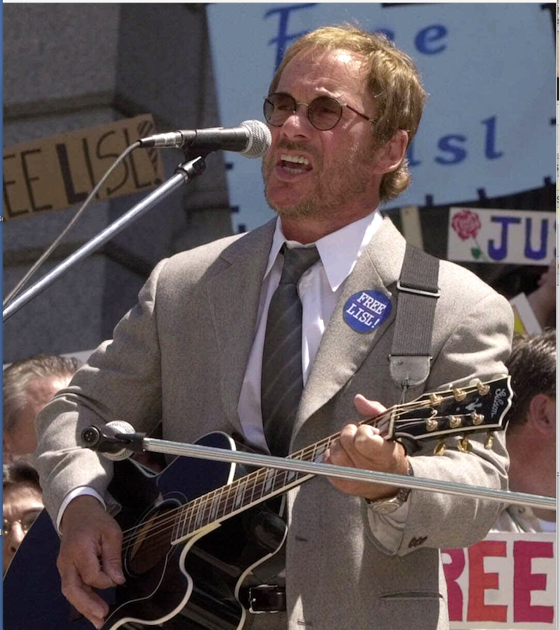 Musician Warren Zevon performs on the steps of the Colorado State Capitol in Denver, Colo., on May 14, 2001.