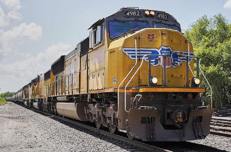 Woman hit by train in Arkansas ID'd