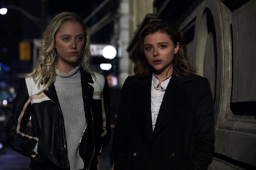 Trust-fund baby Erica Penn (Maika Monroe) welcomes her fellow recent Smith College grad Frances McCullen (Chloe Grace Moretz) to the scary big city in Neil Jordan's psychological thriller Greta.