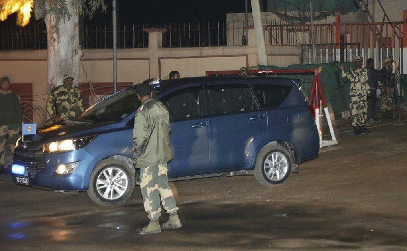 Pakistan hands over Indian pilot