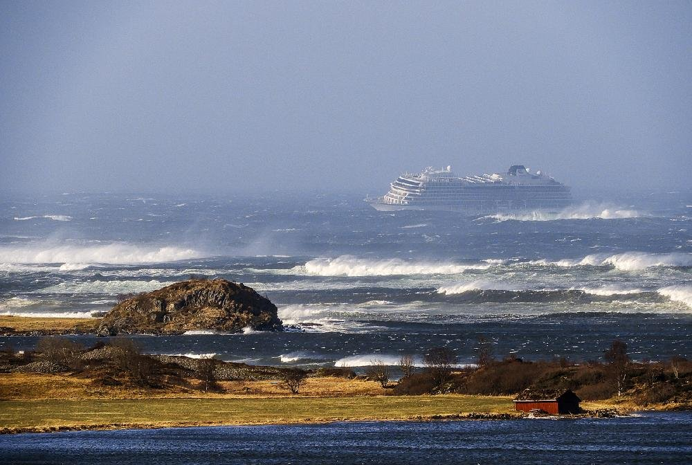 The cruise ship Viking Sky drifts signal when its engines failed coast of Norway.
