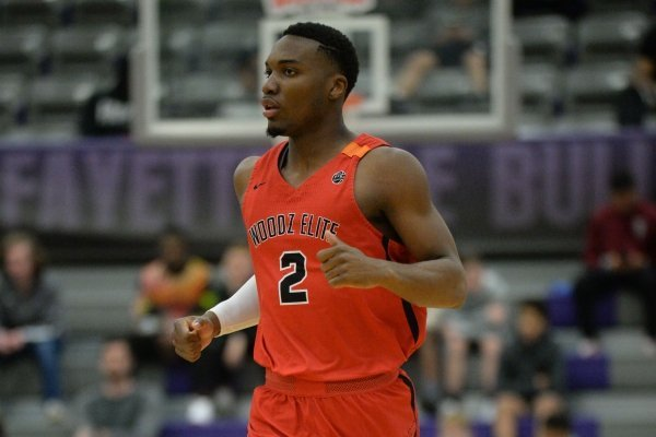 WholeHogSports - Recruit boosts his game thanks to big brother