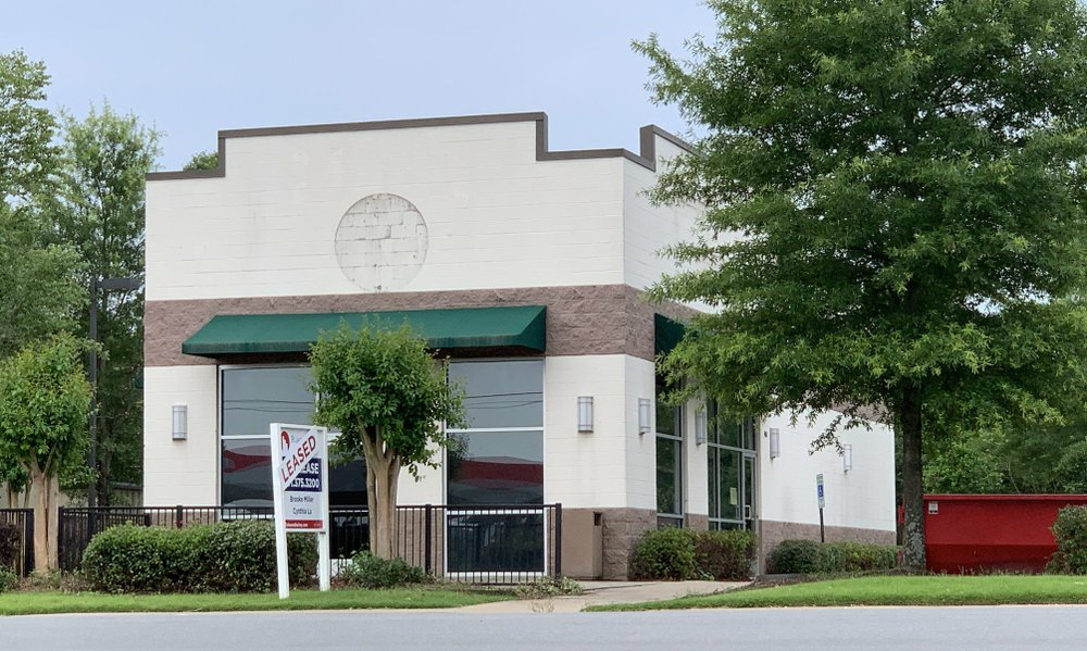 The former Starbucks at 9401 N. Rodney Parham Road, Little Rock, is set to become a Dickey's Barbecue Pit. Arkansas Democrat-Gazette/Eric E. Harrison
