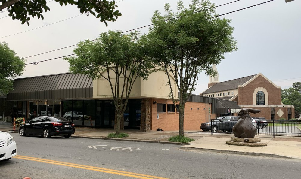 The former Starbucks, Kavanaugh Blvd. and Pierce St., in Little Rock's Pulaski Heights will become a second location for Mugs Cafe. Arkansas Democrat-Gazette/Eric E. Harrison