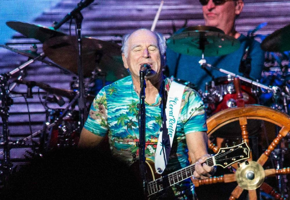 CONCERT REVIEW + PHOTOS: Crowd loves Jimmy Buffett at North