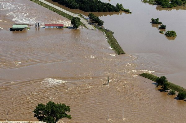 State's levees hold up, but system's fragility laid bare