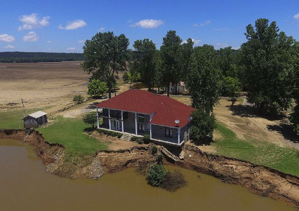 PHOTO/VIDEO: Two-story house in danger of falling into Arkansas River