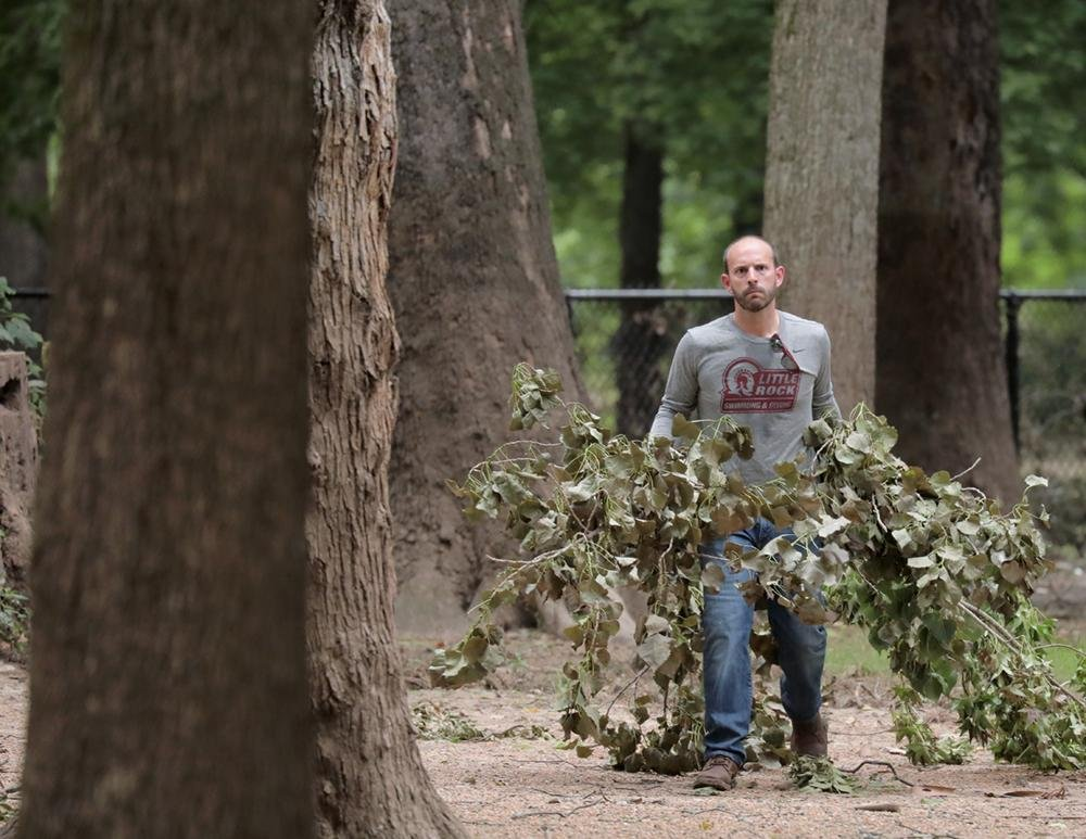Volunteers clean up parks in Little Rock