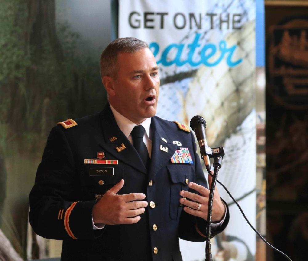 Corps of Engineers lauds retiring area chief