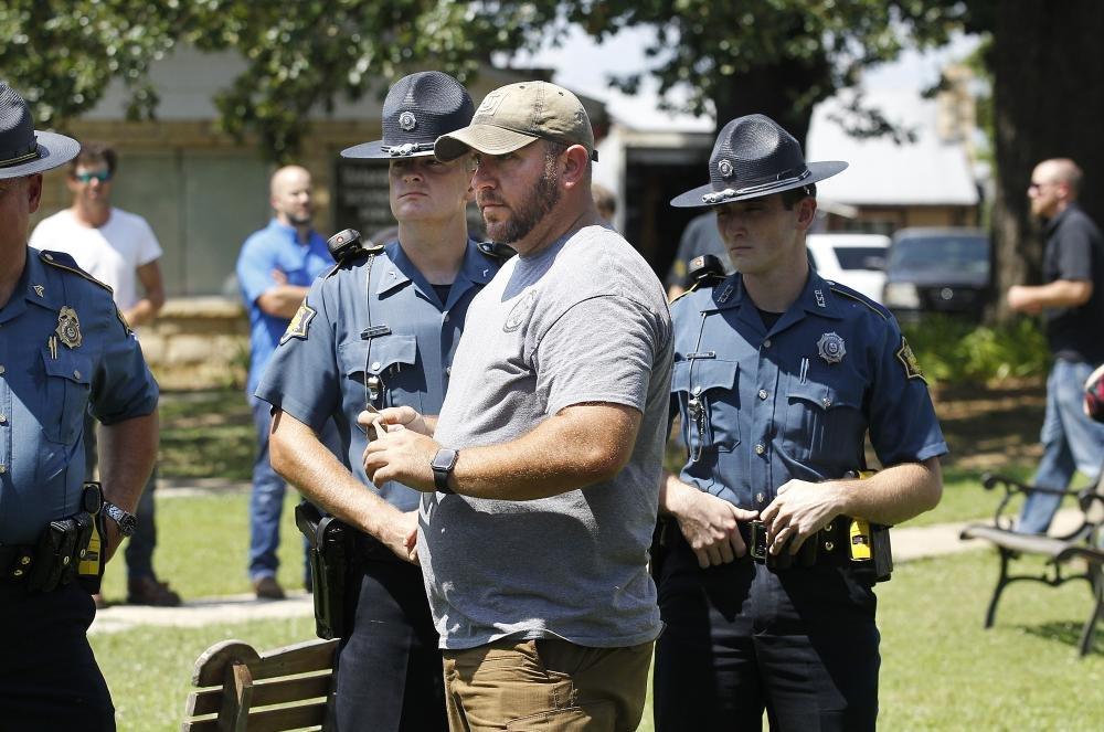 Arkansas sheriff's deputy, suspect killed in gunfire in