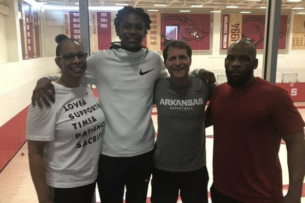 ESPN 4-star Rondel Walker and his parents pose with Coach Eric Musselman.