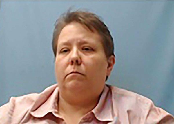 Arkansas jail administrator resigns after not taking wife's mug shot
