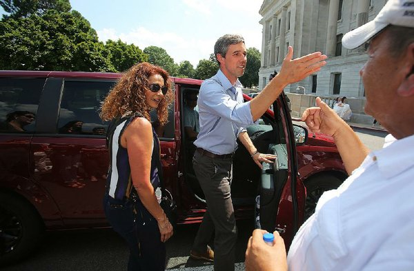 O'Rourke talks guns at Clinton Dinner, other stops in state