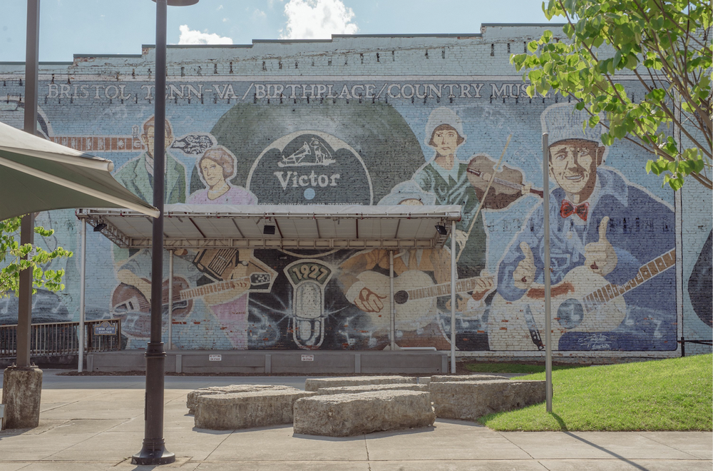 A country music mural adorns a building in Bristol, Va. (The New York Times/MIKE BELLEME)