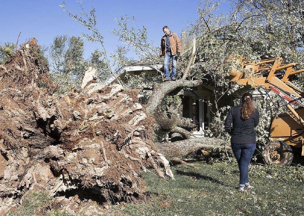 Tornadoes suspected in state; storm kills NW Arkansas man, cuts power to thousands