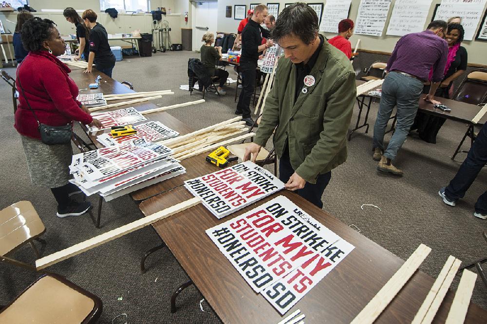 LRSD teachers, staffers on strike; schools open