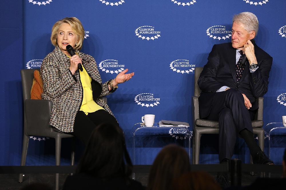 Arkansas still sees giving by Clintons