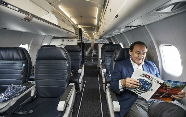 United Airlines CEO flies in with Arkansas businessmen, touts new plane