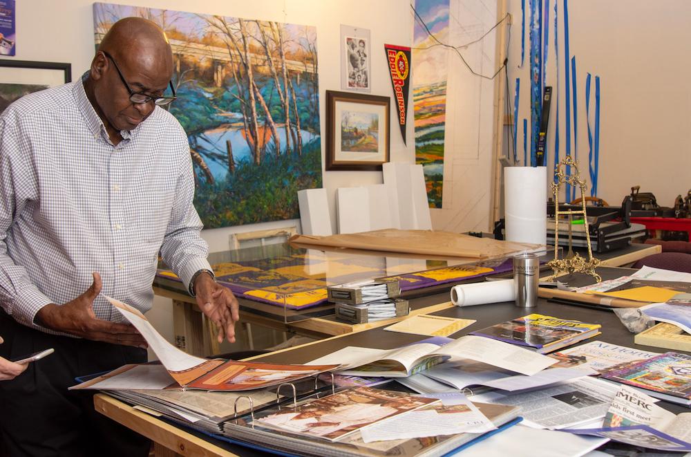 Henri Linton, in his studio, has been selected for Governor's Lifetime Achievement Award (Arkansas Democrat-Gazette/Cary Jenkins)