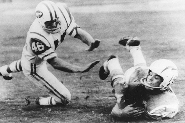 Lance Alworth, San Diego Chargers flanker makes a diving catch of a pass from quarterback John Hadl during game against the New York Jets in San Diego, Dec. 12, 1966. (AP Photo)